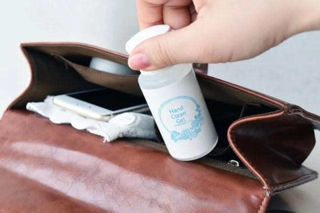 メイゾル ハンドクリーンジェル ミニサイズ(内容量:55ml/販売価格:¥500+税)は、持ち運びに便利な手のひらサイズ。