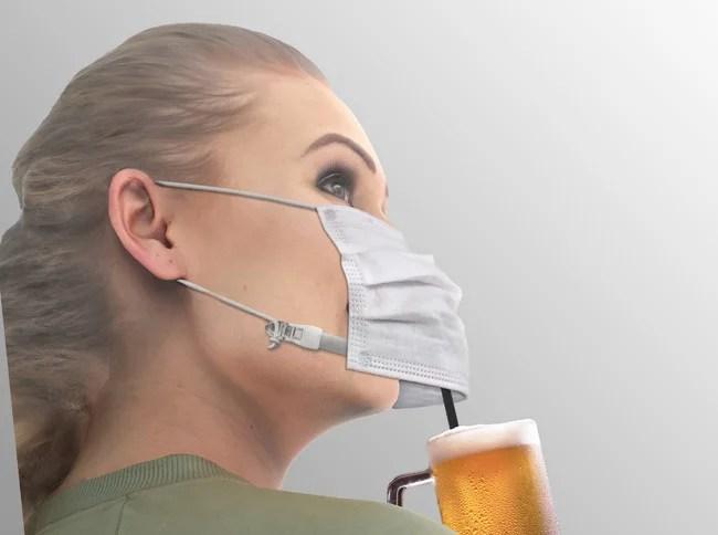マスクをしたまま飲料が飲める「乾杯マスク」