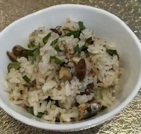 オイルサーディンと煎り大豆の簡単炊き込みご飯