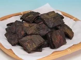 酸味が発酵の証日本唯一の後発酵茶「碁石茶」
