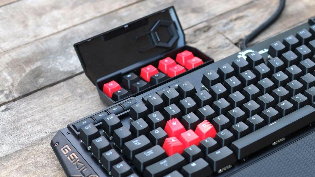 g-skill-ripjaws-km780-rgb-keyboard-21