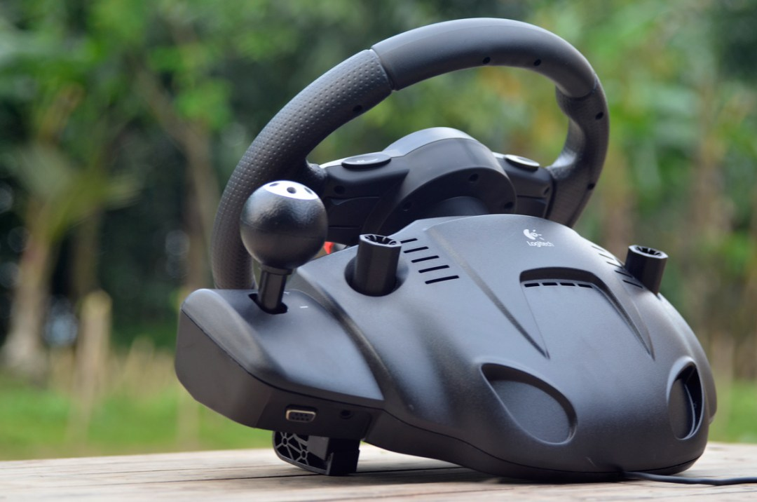 Logitech Gaming Driving Force GT (18)