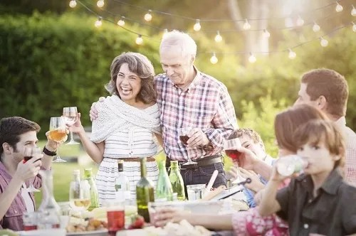 Here Is How You Can Plan An Amazing Anniversary Party For Your Parents