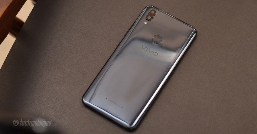 Vivo V9 Review - Glossy Back Panel
