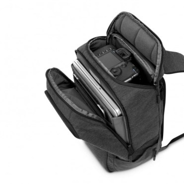 InCase DSLR ProPack: Quick access to your camera through the top zipper compartment
