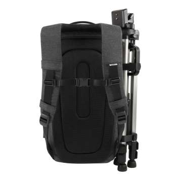 Incase DSLR ProPack back and sternum straps