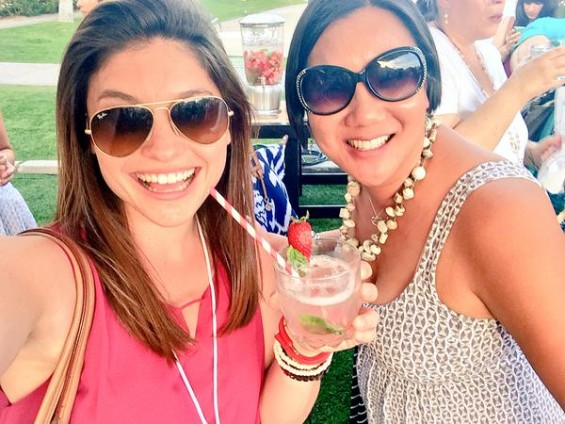 Lynzee and Leticia Snap a Selfie at Mom2Summit 2015