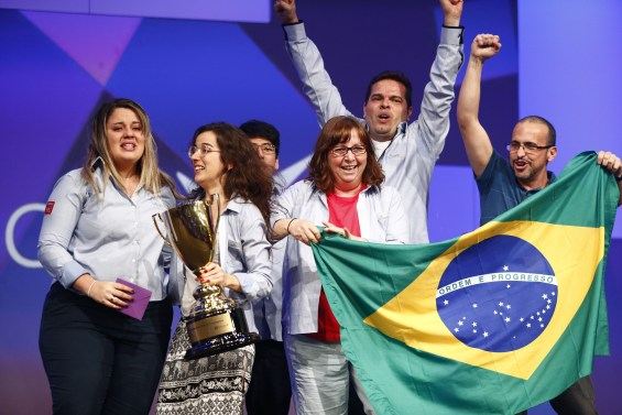 eFit Fashion from Brazil wins 2015 Microsoft Imagine Cup World
