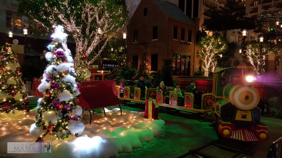 6 Reasons to Visit Gaylord National for Christmas on the Potomac Before or After the Holidays— Miniature train rides underneath a giant Christmas tree. Details on TechSavvyMama.com