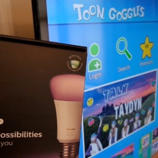 How Philips Hue Smart Bulbs Change Colors as Kids Watch Toon Goggles Content