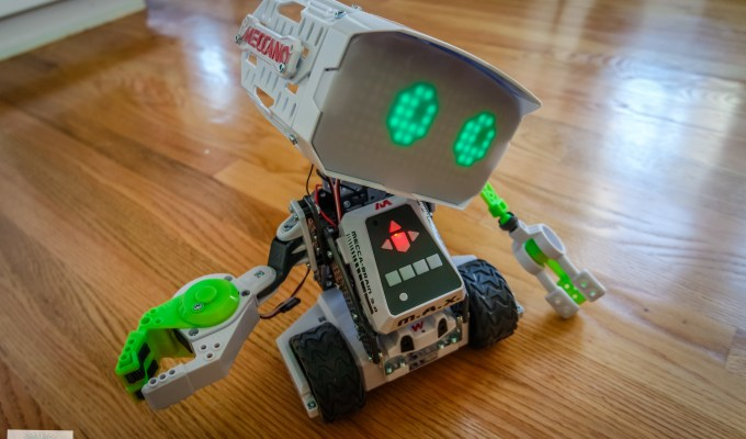 Meet Meccano M.A.X. Interactive Robot with Artificial Intelligence (review & giveaway)