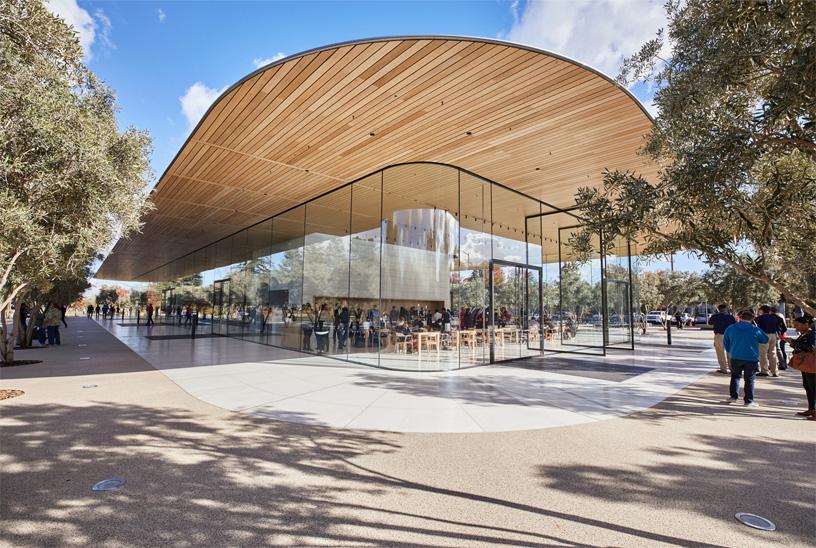 applepark_visitorcenter_opening_entrance_20171117_big.jpg.large.jpg