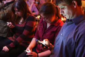 06-people-using-twitter.w529.h352