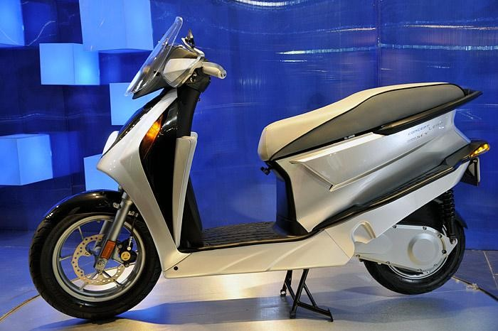 Electric & Hybrid Scooters To Be Showcased At Auto Expo 2018 Hero Leap