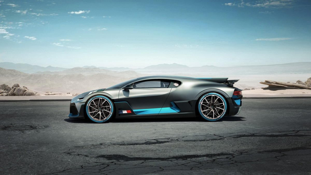 Bugatti Divo side look