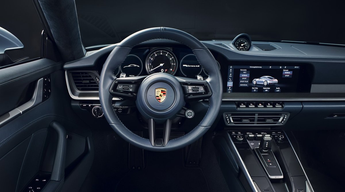 2020 Porsche 911 carrera 4S interior