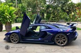 Lamborghini Aventador SVJ Bren garage