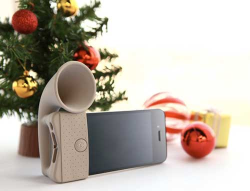 Bone Horn Stand for iPhone 4, in the light brown colour