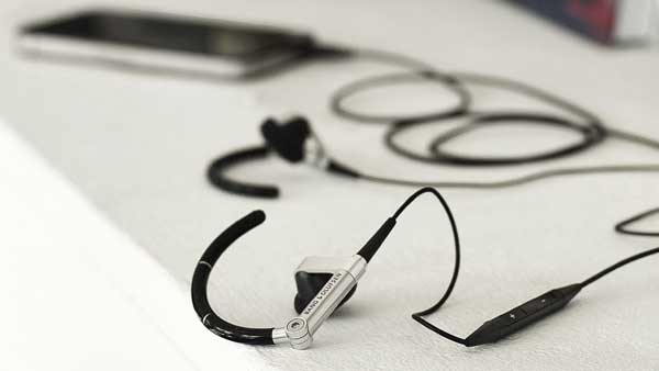 Bang & Olufsen EarSet 3i earphones, pictured with an iPhone