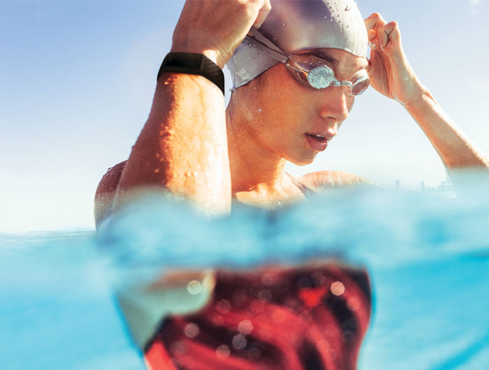 Fitbit Charge 4 swimming