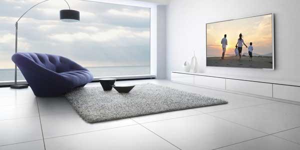 Panasonic 4K Ultra HD TV, TH-L65WT600A lifestyle shot