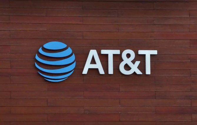 Pakistani Man Bribed AT&T employees to Plant Malware and Unlock 2 Million Phones