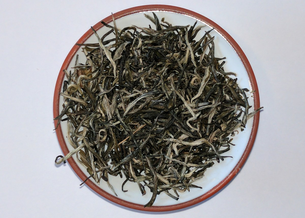 Leaf of Emperor's Orchid green tea from SevenCups.com