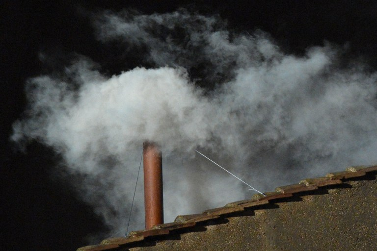 VATICAN-POPE-VOTE-CONCLAVE-WHITE SMOKE