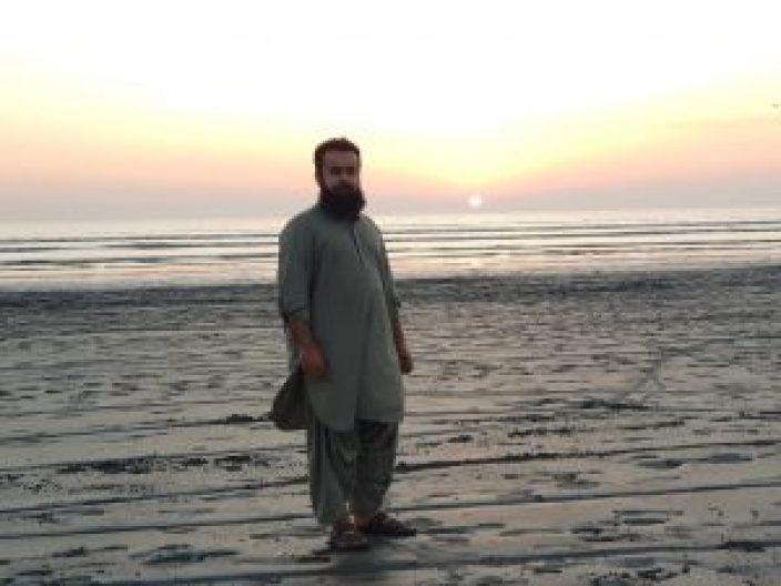 At Sea View Karachi. Naeem Javid - Tech Urdu 20171226_174624
