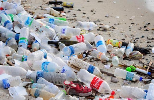 bottle pollution oceans - tech urdu