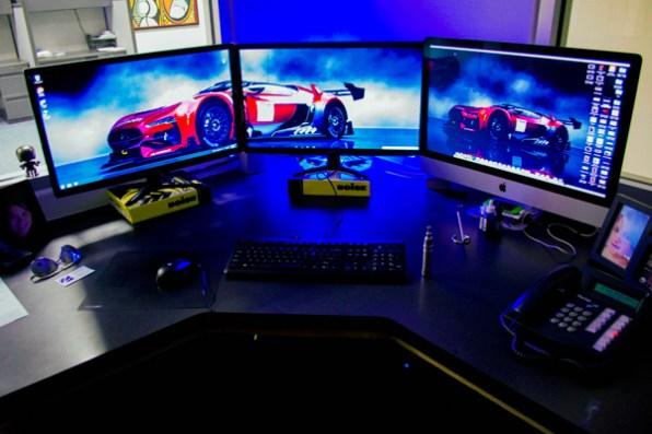 multi-monitor-gaming-setup-(23)
