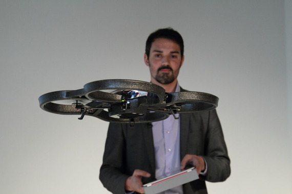 Parott社がAR.Drone 2.0を国内発表。宙返り、HD録画、共有に対応【本田】