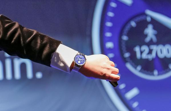 huawei watch on stage at mwc15