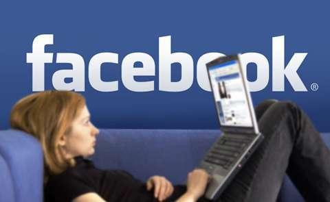 facebook girl laptop