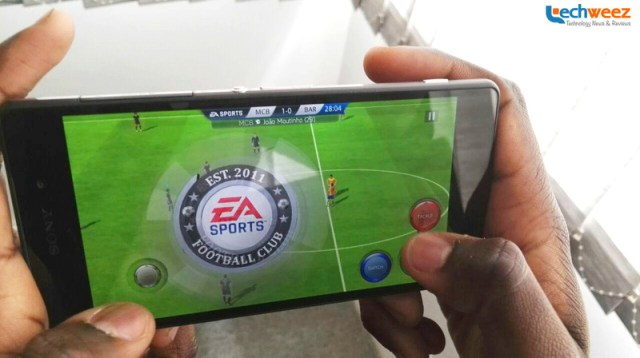 """FIFA 16 Ultimate Team is one of the """"heaviest"""" games you can download from the Google Play Store right now."""
