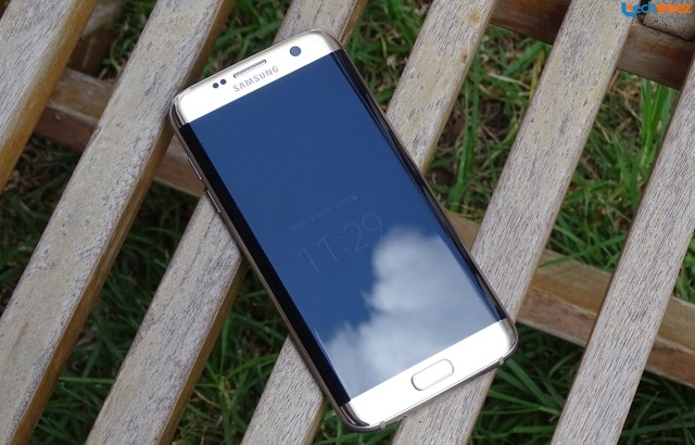 Samsung_Galaxy_S7_Edge_Front