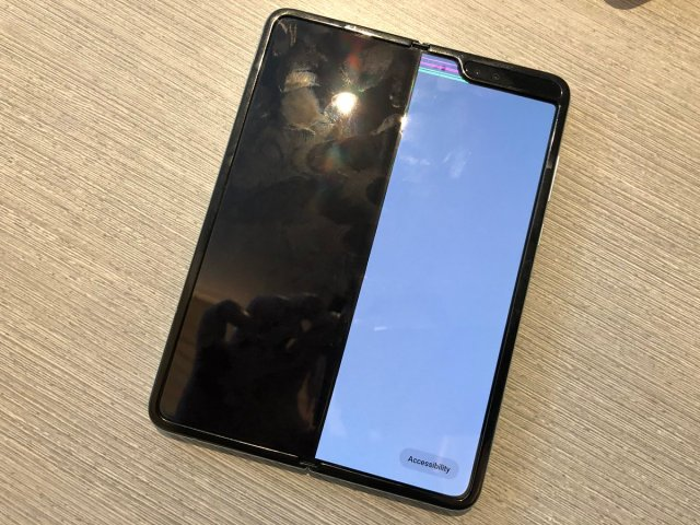 samsung galaxy fold display issues