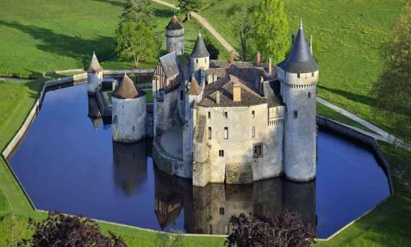 castelo medieval bem arquitetado