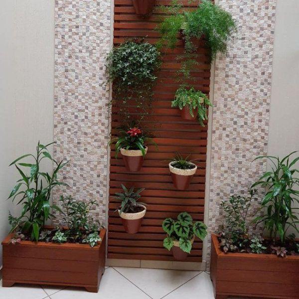 uma decoração de jardim simples