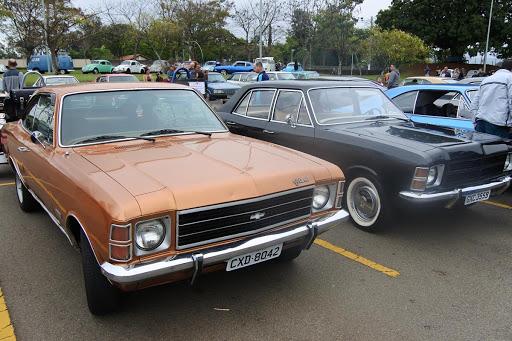 carros dos jovens