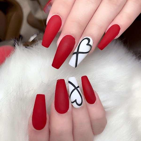 Unha vermelho com branco.
