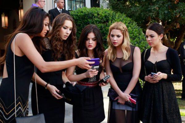 As personagens de Pretty Little Liars precisaram lutar para guardar seus segredos