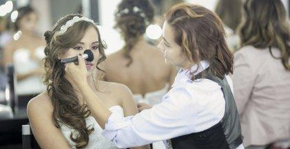 ¿Te gustaría ser maquilladora profesional? Con nuestro curso de maquillaje profesional lo conseguirás