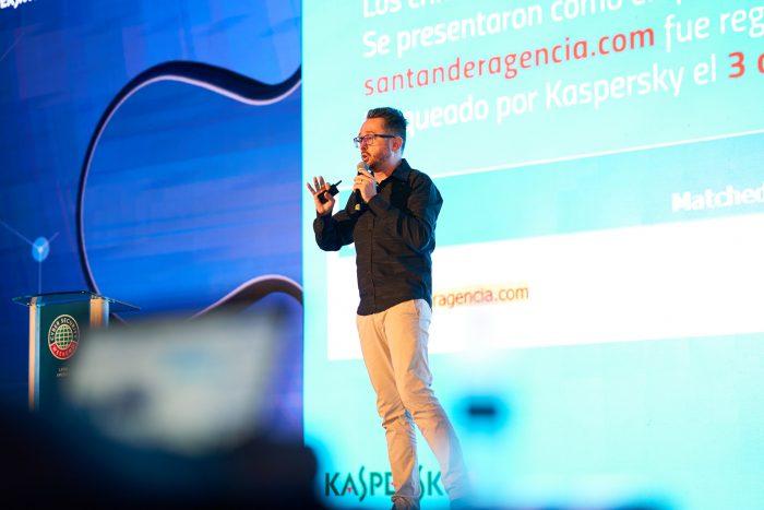 Fabio Assolini, analista sênior da Kaspersky, mostra domínios bloqueados