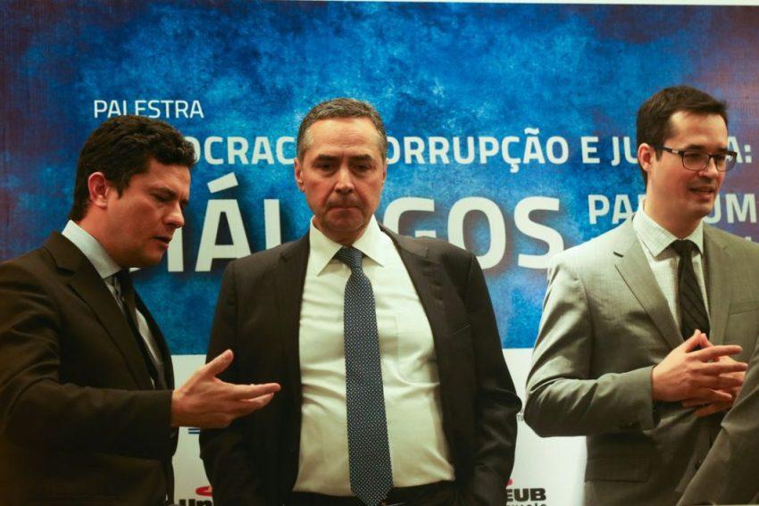 Brasília - O juiz federal Sérgio Moro, o ministro do STF, Luís Roberto Barroso, e o procurador Deltan Dallagnol, participam da palestra Democracia, Corrupção e Justiça, no UniCEUB