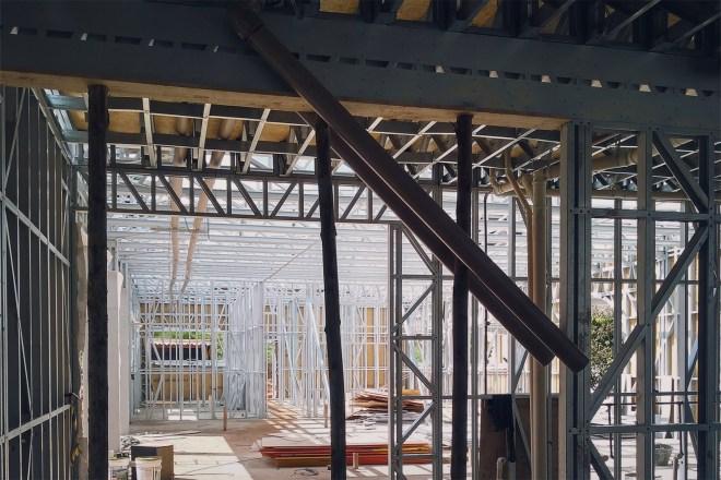 steel-frame-em-campo-perfil-de-aço-sistema-industrializado-steel-framehidraulica-encanamento-steel-framing-placa-osb-perfil-de-aco-perfil-engenheirado-construcao-a-seco-sistema-construtivo-light-steel-frame-tecnoframe-10-