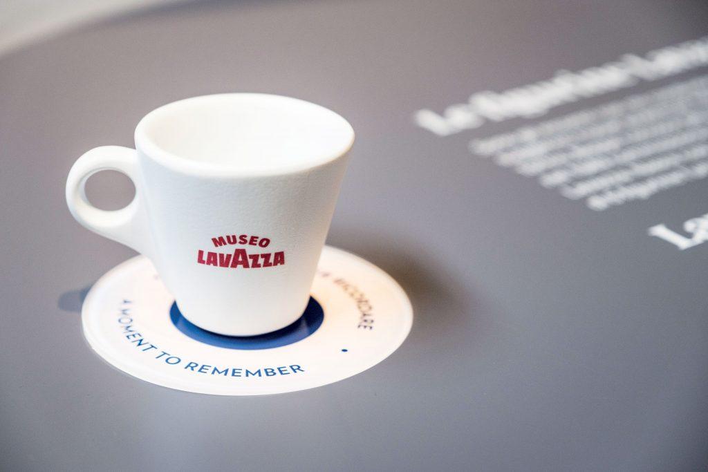 Panasonic al Museo Lavazza per stupire gli amanti del caffè con una proiezione immersiva dal design di un'opera d'arte