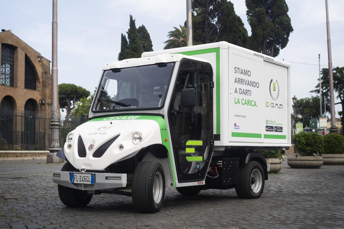 """Ricarica """"portatile"""" e """"a domicilio"""" per le Smart elettriche di Roma e Milano"""