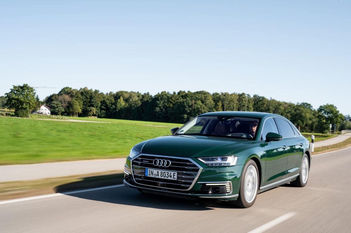 Audi A8 L 60 TFSI e quattro: lusso ed efficienza per l'ammiraglia plug-in dei quattro anelli