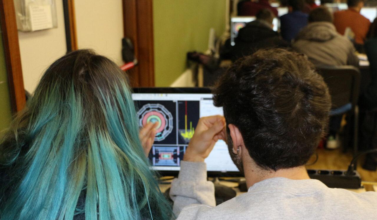 Studenti delle superiori della Toscana alle prese con i veri dati del CERN